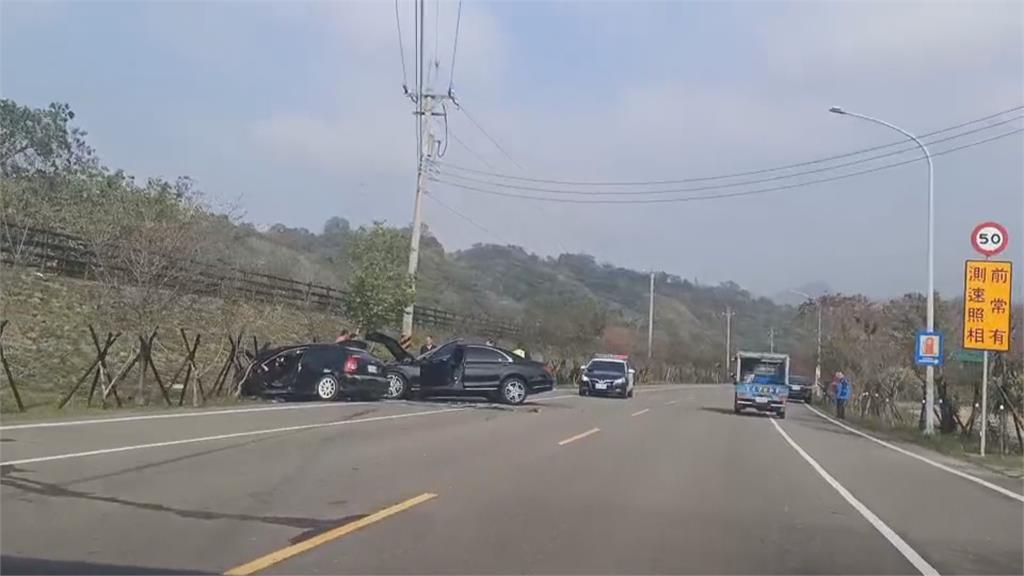 三灣兩車高速對撞成廢鐵  父子慘死.母搶救中