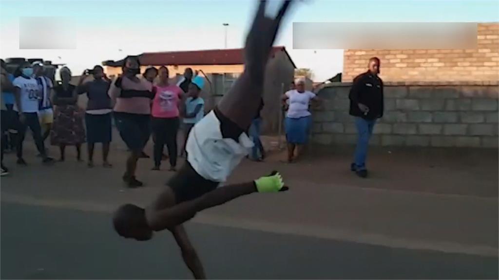 連續單手後空翻36圈!南非體操選手查瑪 刷新金氏世界紀錄