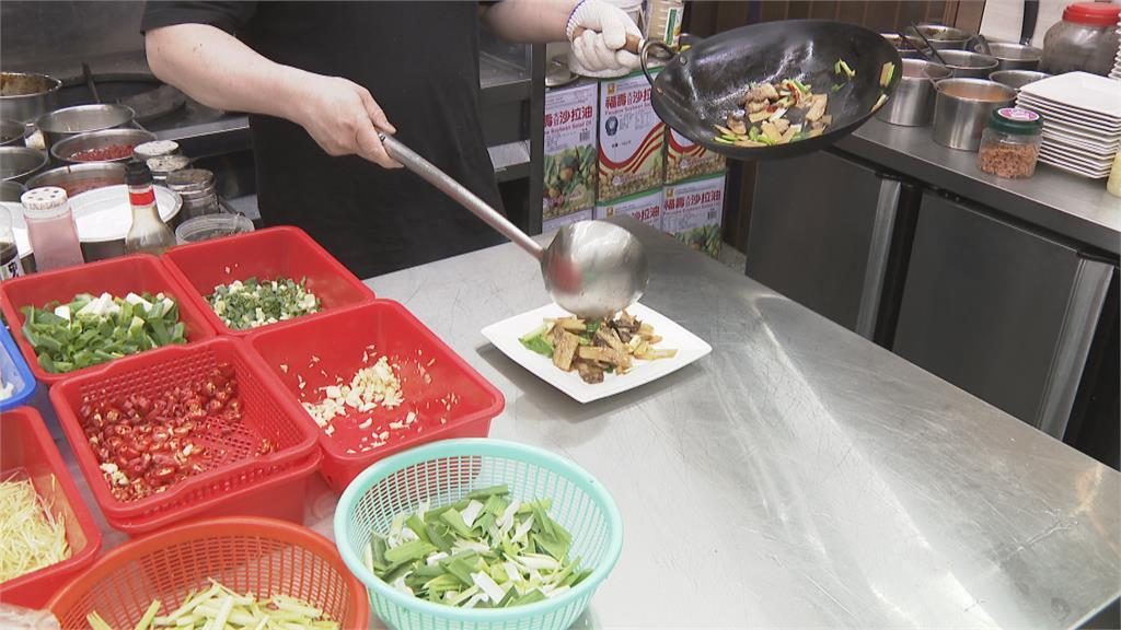 撞球選手周婕妤斜槓人生 打造精緻熱炒店