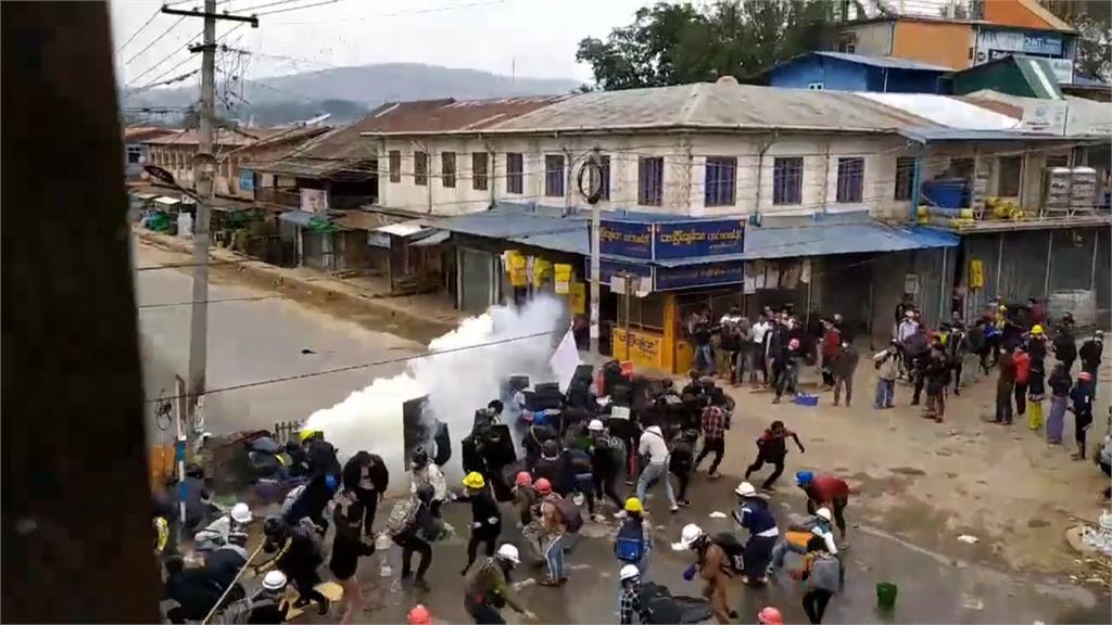 全球/潑紅漆誓言奪回民主 緬甸反政變示威續燒