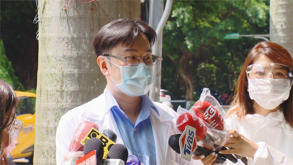 5陽明醫護接觸確診者遭感染 蘇一峰:穿防護衣仍有染疫風險