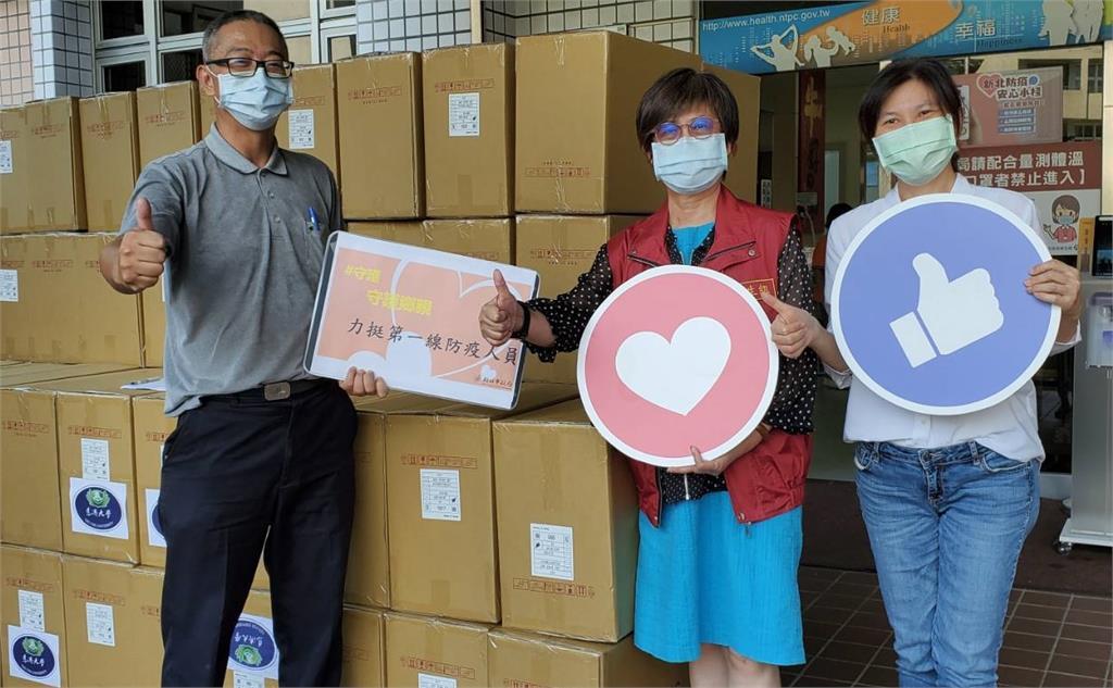 本土疫情嚴峻協助縣市防疫篩檢 慈濟伸援手提供超過27萬快篩試劑