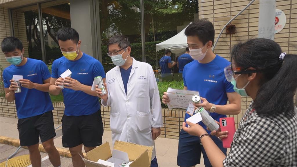 自己也在咬牙苦撐...  運動教室贈送醫護高蛋白飲品 希望防疫英雄快速補充營養