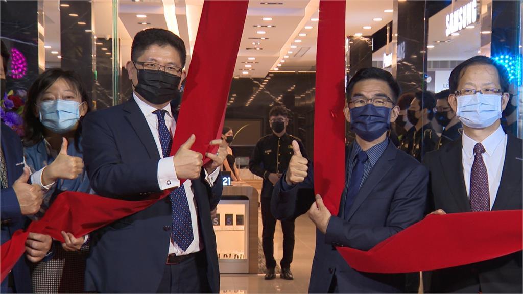 3C賣場打造台中尊榮店 華麗裝潢飄異國風