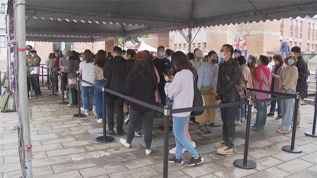 奈良美智首來台辦展 首日800人排隊需等3小時
