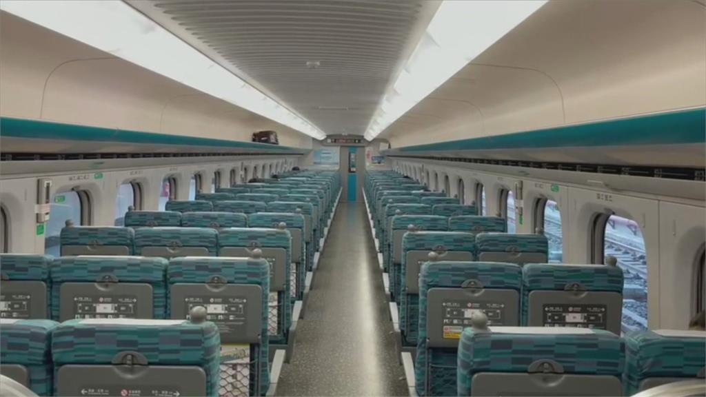疫情升溫 高雄通勤人潮少7成!通勤乘客戴護目鏡、兩層口罩