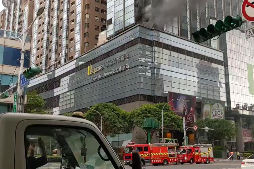 快新聞/京站大樓起火! 黑煙火舌狂竄 源頭疑在排煙管