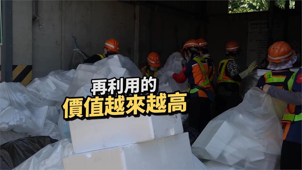 體驗資源回收車幫忙累翻 網紅大爆汗籲垃圾分類很重要