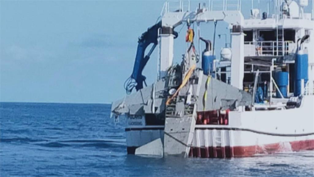 卡海底半年 失事F-5E戰機打撈上岸了!