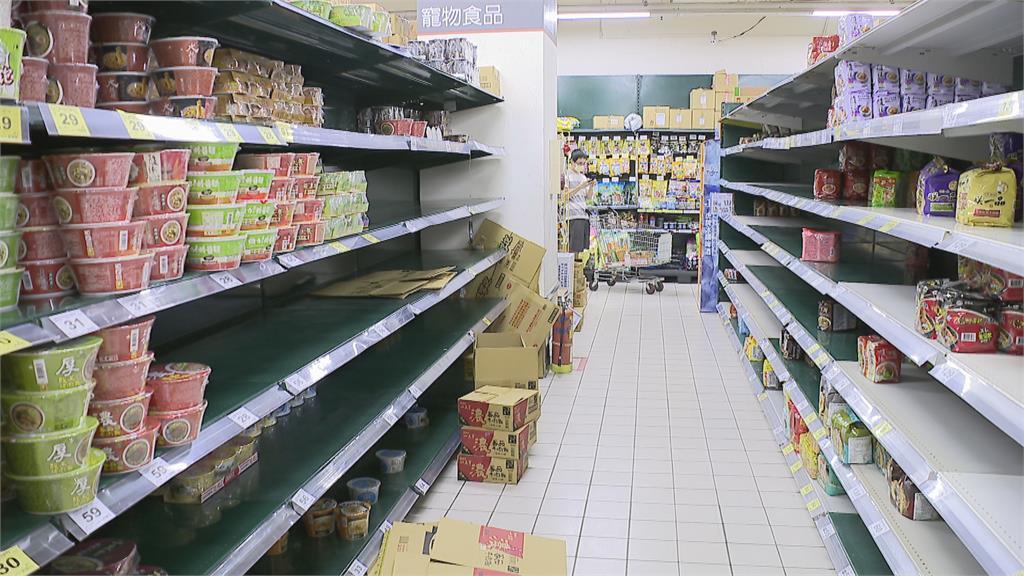 不用瘋搶泡麵!經濟部揭台灣產能:工廠裡的泡麵像山一樣