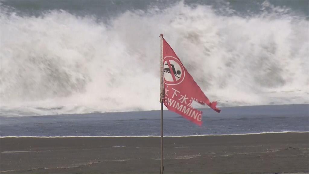 「舒力基」颱風影響墾丁、旗津海域現長浪 禁止下水