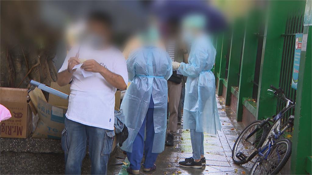 清潔隊員排隊打疫苗「超大群聚」? 柯文哲:排隊就好