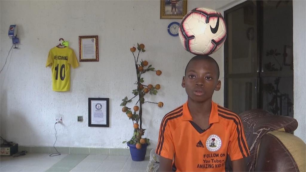 看C羅與梅西影片自學 12歲童創花式足球紀錄