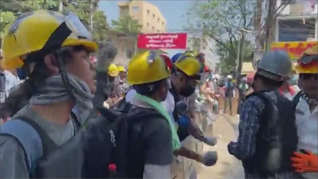 癱瘓國內經濟!緬甸全國大罷工軍政府鎮壓擴大 突襲仰光抓走100名學生