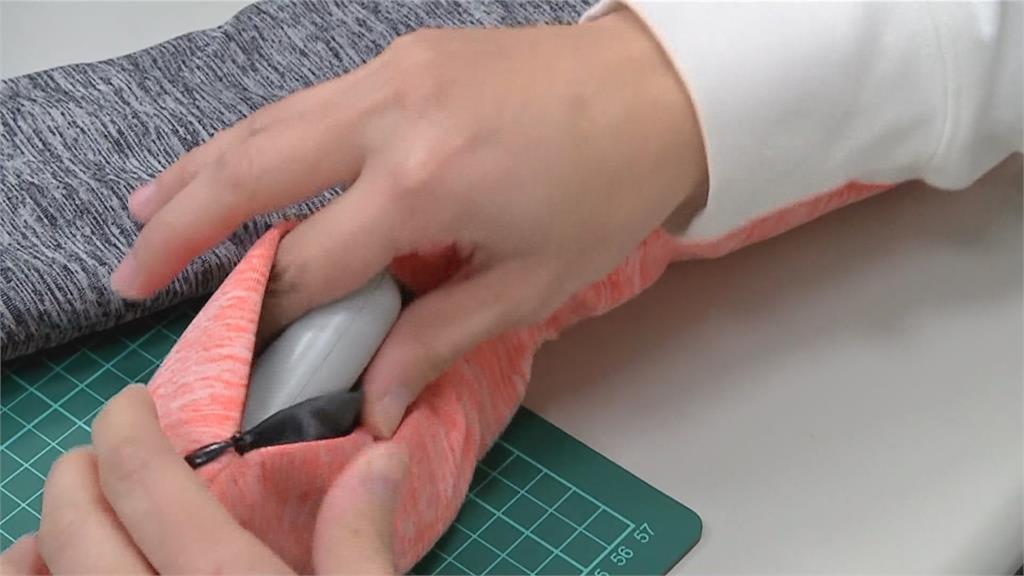 工研院發明智能圍巾  開關按下去就暖和!
