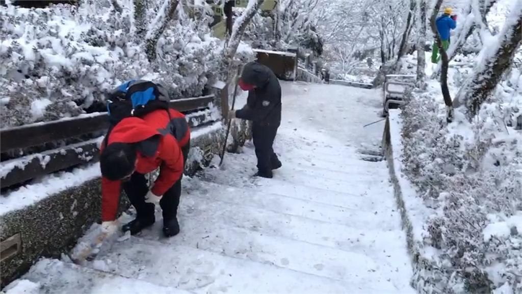 太平山一早車流回堵3.5km 路面結冰融化