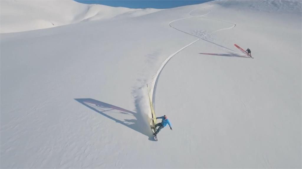 搭直升機上三千公尺高山 駕風浪板超高速滑雪