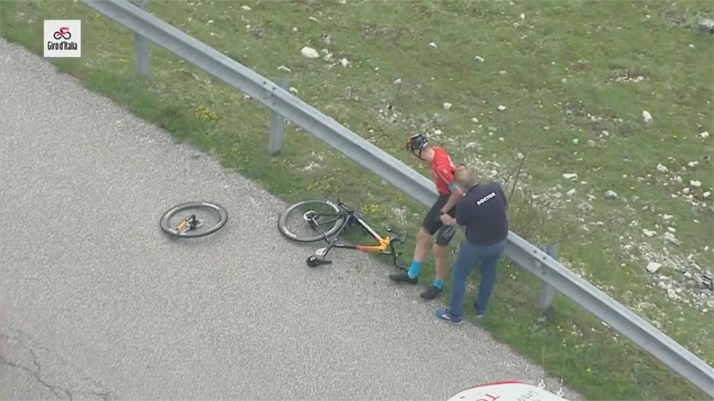 環義賽重大車禍 車手拋飛.車子斷兩截