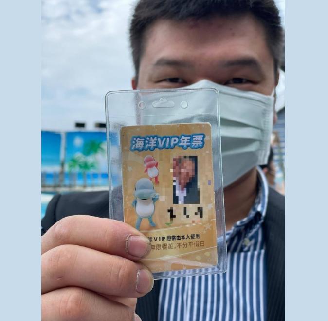 野柳海洋世界特製「天國版VIP通行卡」 孝孫請託燒給外公