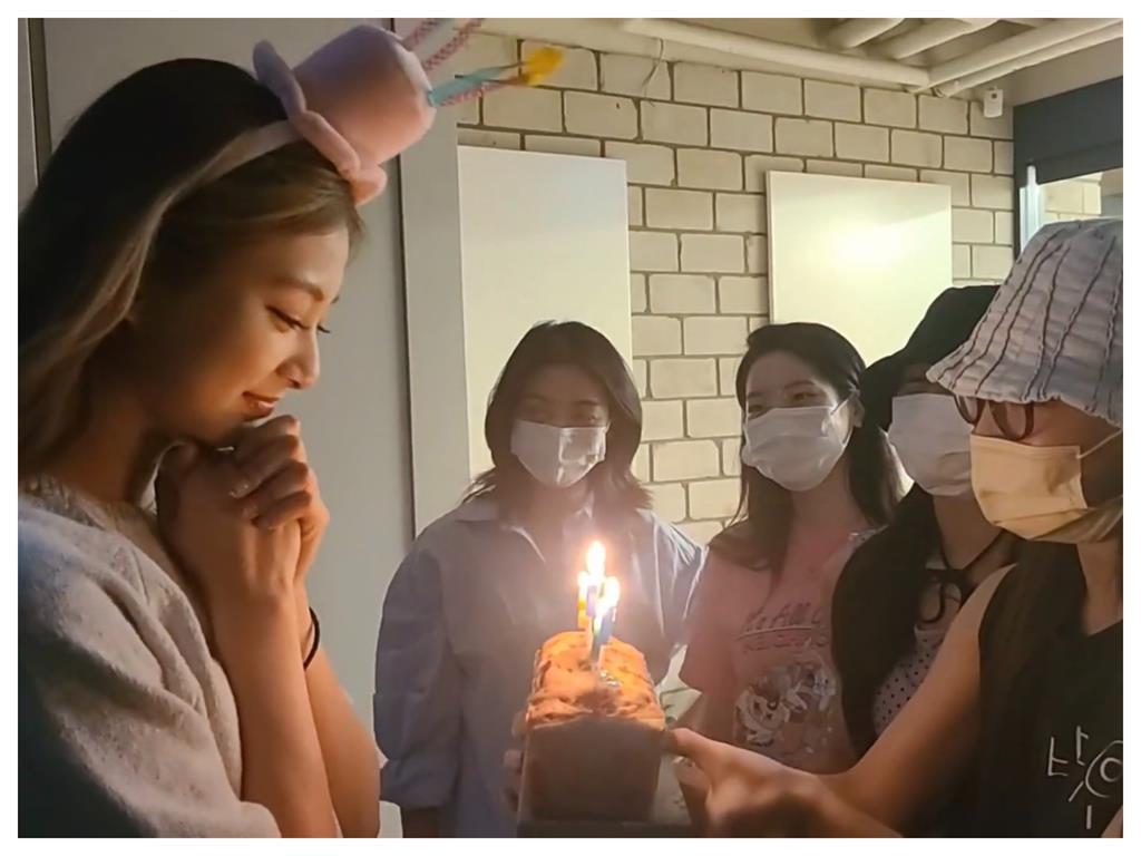 周子瑜22歲生日直播!奶音甜蜜喊「我也愛你們」 撒嬌告白粉絲