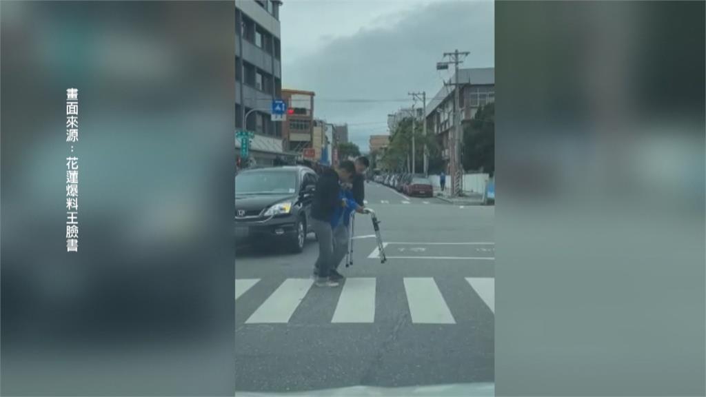 「國軍弟兄」扶行動不便阿伯過馬路 網讚:最美風景在花蓮