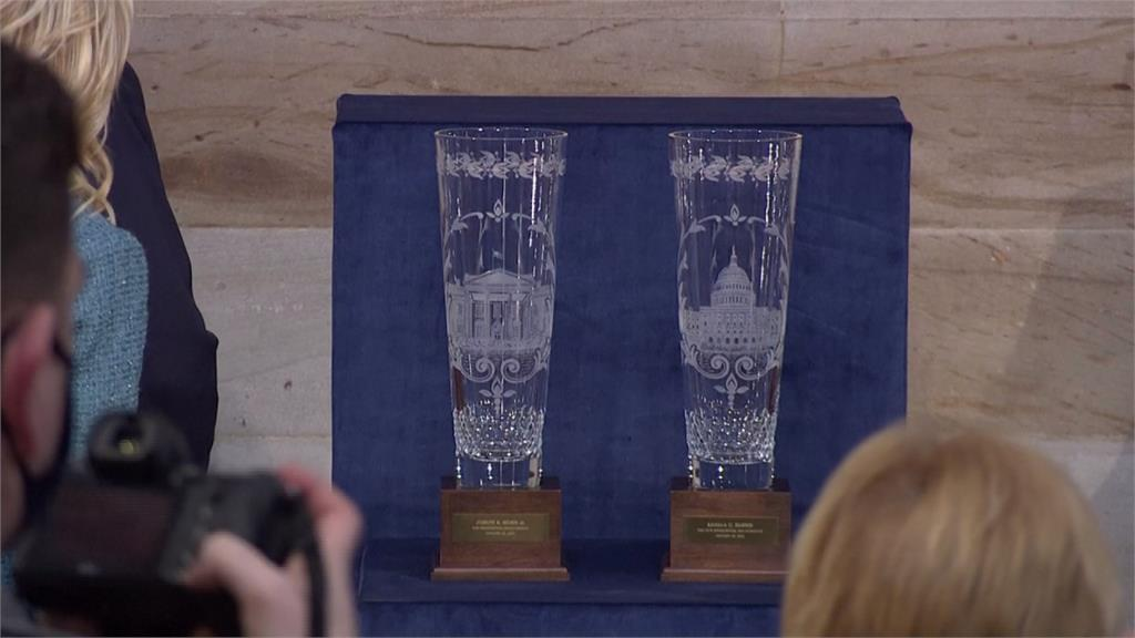 拜登就任總統 舉行閱兵儀式、簽署就職文件